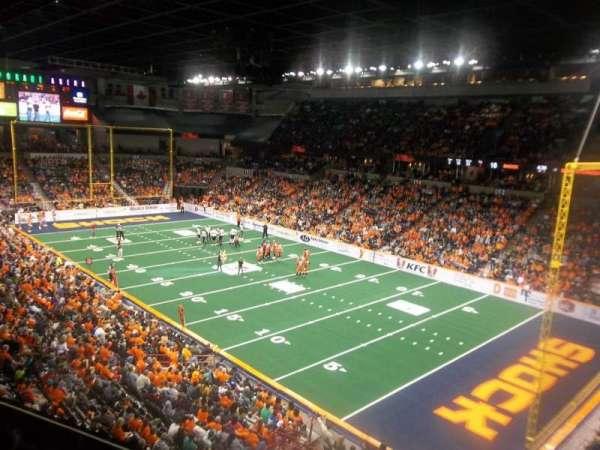 Spokane Arena, vak: 220, rij: L, stoel: 23