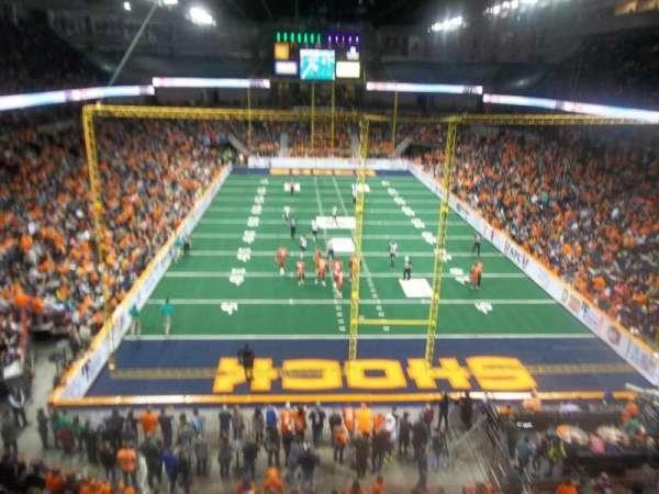 Spokane Arena, vak: 222, rij: L, stoel: 20