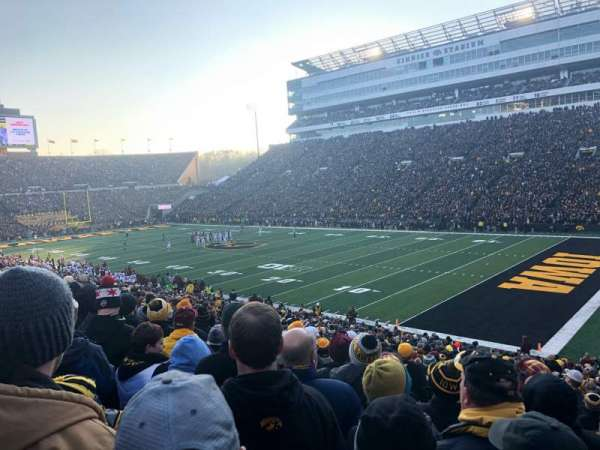 Kinnick Stadium, vak: 101, rij: 36, stoel: 4