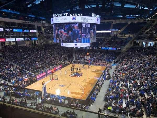 Wintrust Arena, vak: 201, rij: D, stoel: 5