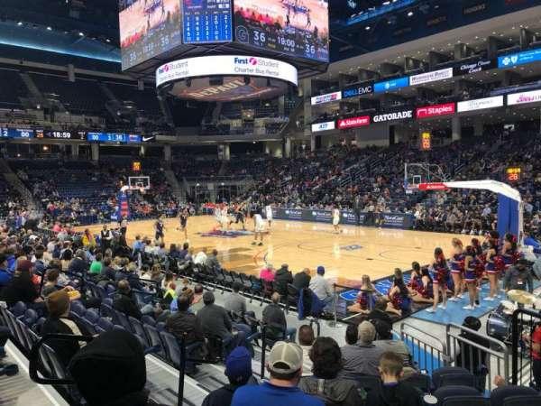Wintrust Arena, vak: 121, rij: D, stoel: 6