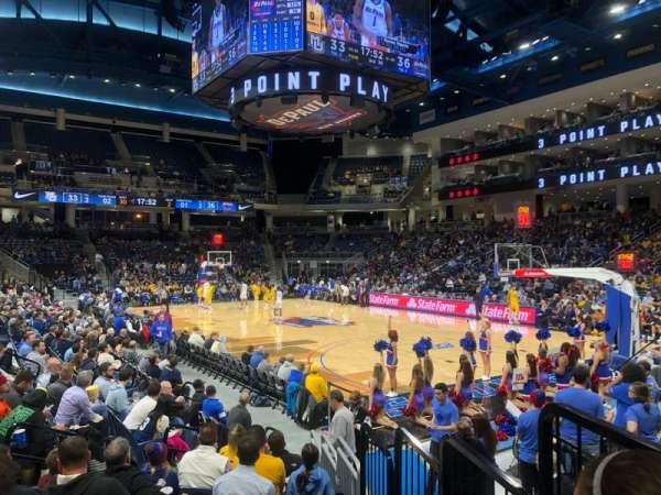 Wintrust Arena, vak: 121, rij: D, stoel: 2