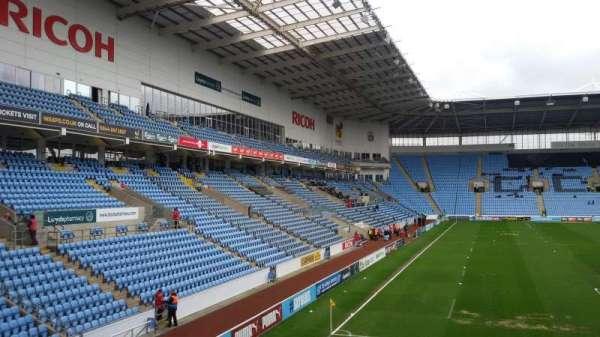 Ricoh Arena, vak: 8, rij: T, stoel: 22