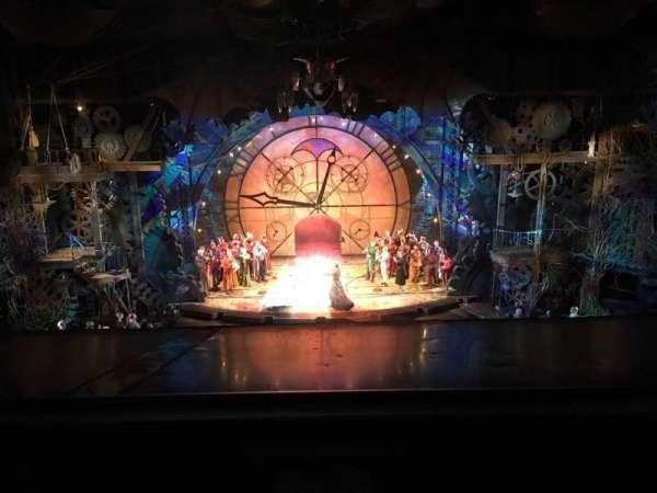 Gershwin Theatre, vak: FMEZZ, rij: A, stoel: 108