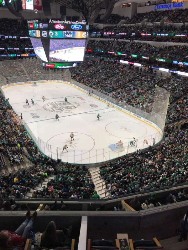 American Airlines Center, vak: 320, rij: A, stoel: 13-14