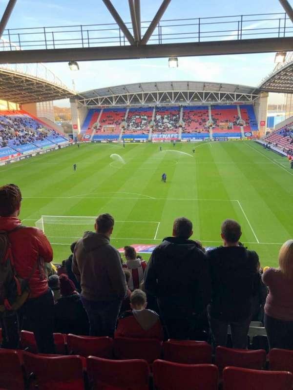 DW Stadium, vak: N3, rij: HH, stoel: 64