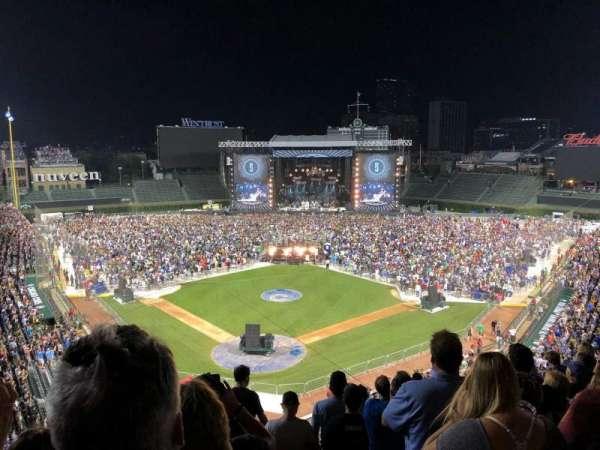 Wrigley Field, vak: 422, rij: 8, stoel: 101
