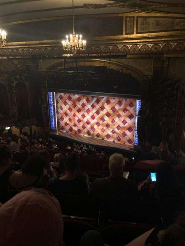 Brooks Atkinson Theatre, vak: Rear Mezz, rij: M, stoel: 18