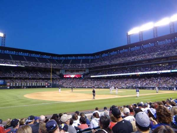 Coors Field, vak: 142, rij: 10, stoel: 9