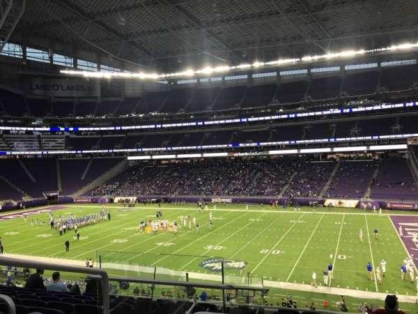 U.S. Bank Stadium, vak: 128, rij: 9, stoel: 22