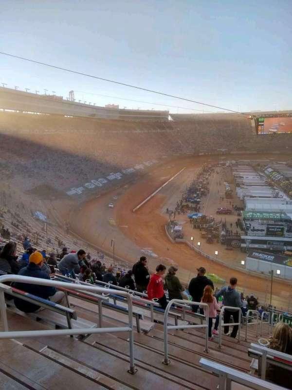 Bristol Motor Speedway, vak: waltrip u, rij: 52, stoel: 18