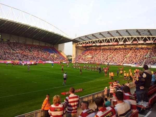 DW Stadium, vak: West Stand