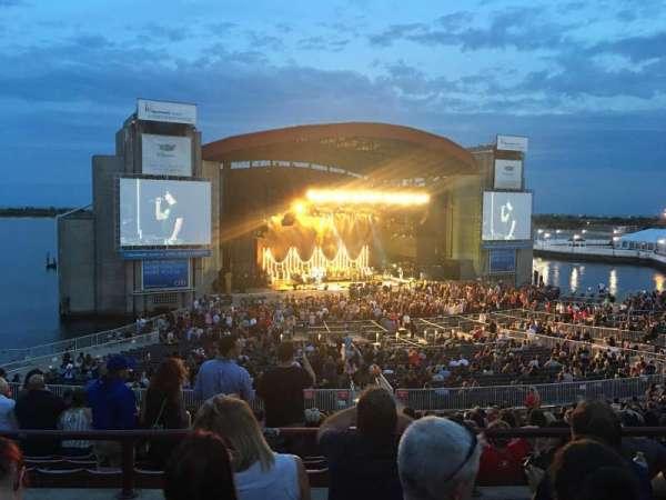 Jones Beach Theater, vak: 14L, rij: DD, stoel: 2