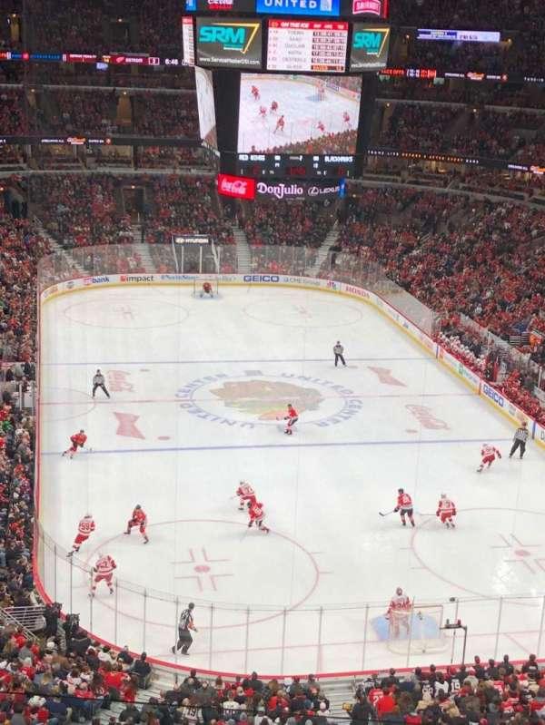 United Center, vak: 310, rij: 5, stoel: 13