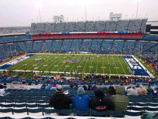 New Era Field, vak: 332, rij: 28, stoel: 13