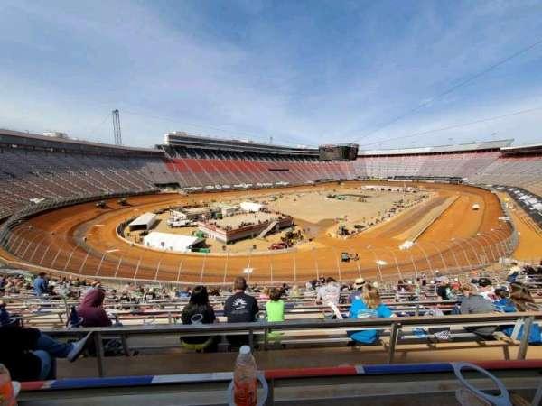 Bristol Motor Speedway, vak: Waltrip H, rij: 30, stoel: 10