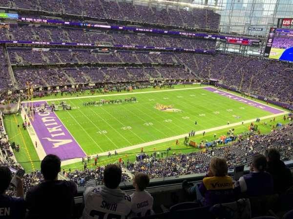 U.S. Bank Stadium, vak: 317, rij: D, stoel: 11