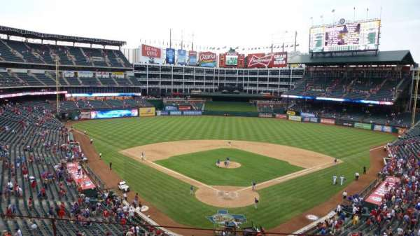 Globe Life Park in Arlington, vak: Wandered behind home after the