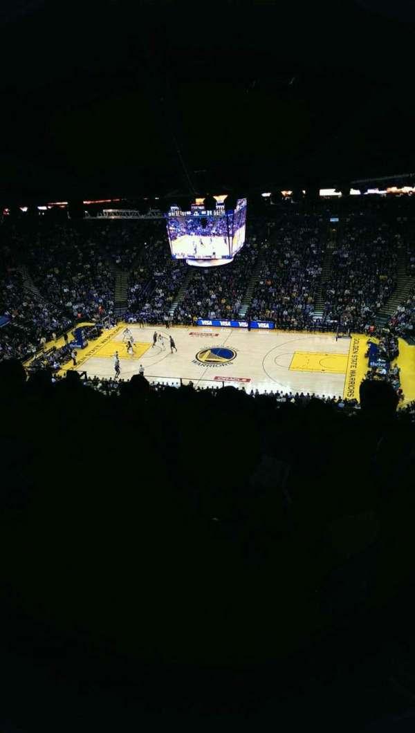 Oakland Arena, vak: 215, rij: 17, stoel: 9