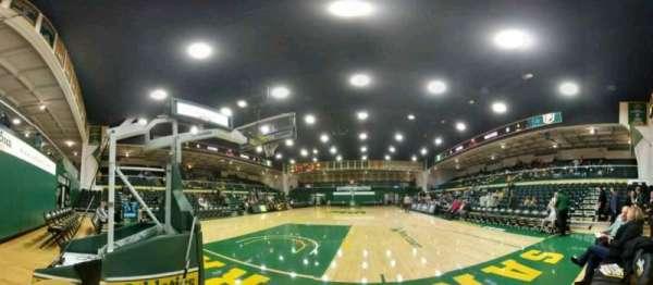 War Memorial Gymnasium, vak: north baseline, rij: 1, stoel: 1