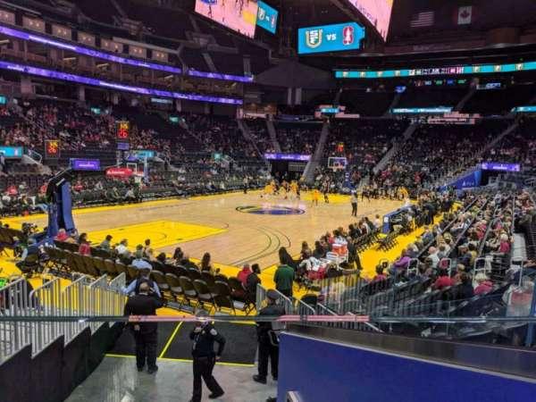 Chase Center, vak: 107, rij: 7, stoel: 3