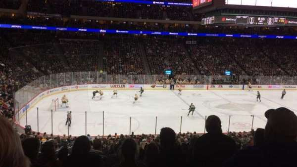 Xcel Energy Center, vak: 105, rij: SRO, stoel: 14
