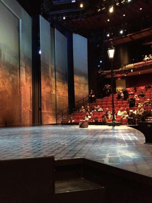 Vivian Beaumont Theater, vak: Orchestra L, rij: C, stoel: 101