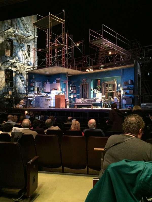 Goodman Theatre - Albert Theatre, vak: Aisle 1, rij: J, stoel: 9