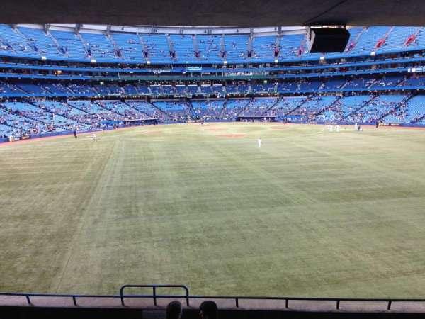 Rogers Centre, vak: 102R, rij: 9, stoel: 3