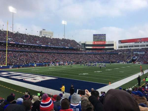 New Era Field, vak: 140, rij: 14, stoel: 6