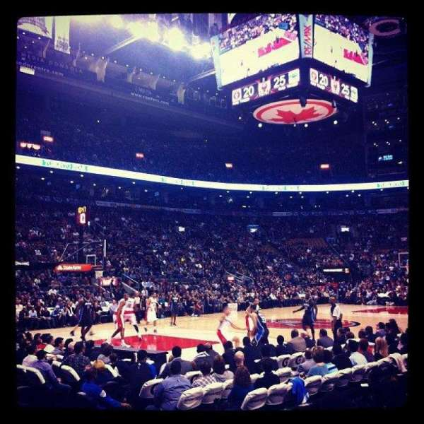 Scotiabank Arena, vak: 121, rij: 6, stoel: 7