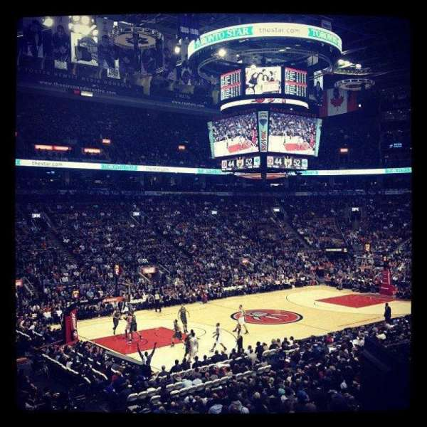 Scotiabank Arena, vak: 121, rij: 24, stoel: 17