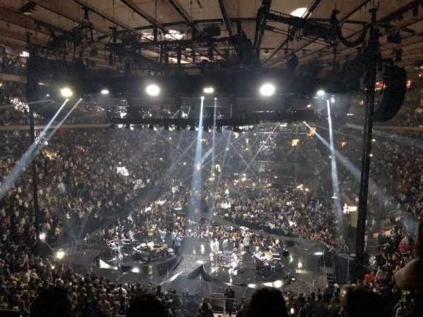 Madison Square Garden, vak: 218, rij: 3, stoel: 14