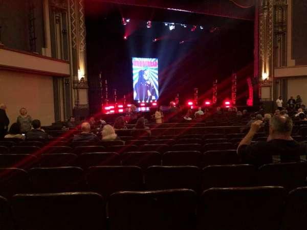 Golden Gate Theatre, vak: Orchestra L, rij: R, stoel: 21