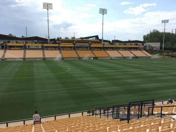 Fifth Third Bank Stadium, vak: 123, rij: R, stoel: 10