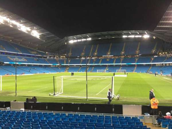 Etihad Stadium (Manchester), vak: 135, rij: N, stoel: 965