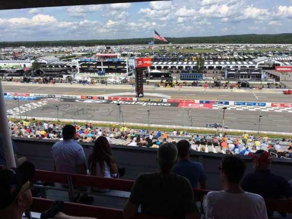 Pocono Raceway, vak: 321, rij: D, stoel: 22