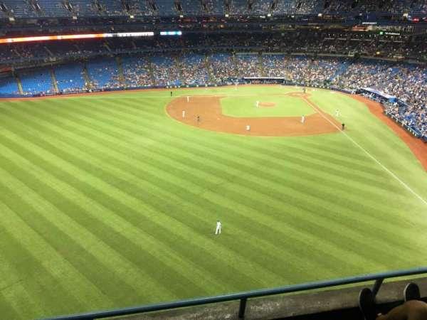 Rogers Centre, vak: 542r, rij: 3, stoel: 4