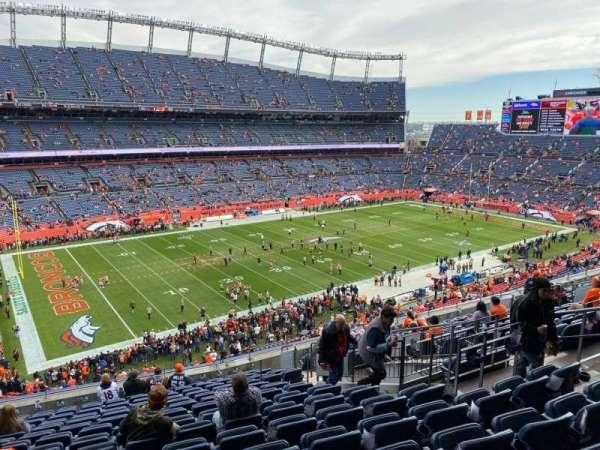 Empower Field at Mile High Stadium, vak: 315, rij: 15, stoel: 9