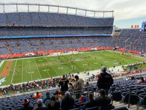 Empower Field at Mile High Stadium, vak: 313, rij: 17, stoel: 2