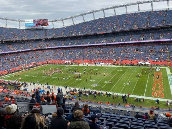 Empower Field at Mile High Stadium, vak: 304, rij: 13, stoel: 5