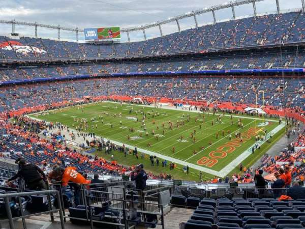 Empower Field at Mile High Stadium, vak: 301, rij: 14, stoel: 17