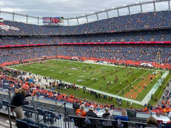 Empower Field at Mile High Stadium, vak: 302, rij: 8, stoel: 8