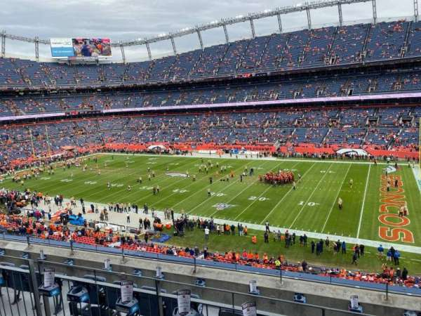 Empower Field at Mile High Stadium, vak: 304, rij: 6, stoel: 5