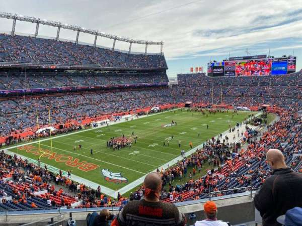Empower Field at Mile High Stadium, vak: 318, rij: 5, stoel: 3