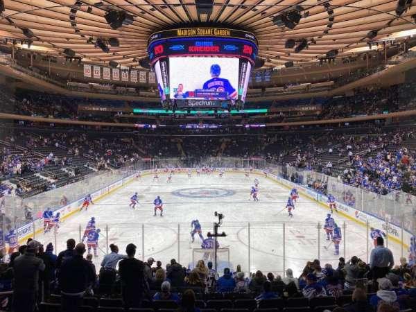 Madison Square Garden, vak: 102, rij: 14, stoel: 10