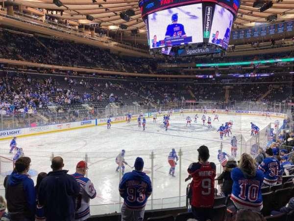 Madison Square Garden, vak: 104, rij: 10, stoel: 4