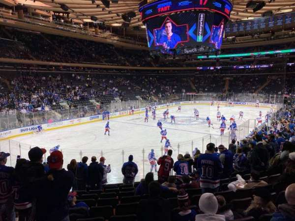 Madison Square Garden, vak: 104, rij: 15, stoel: 5