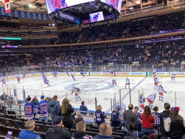 Madison Square Garden, vak: 108, rij: 8, stoel: 14