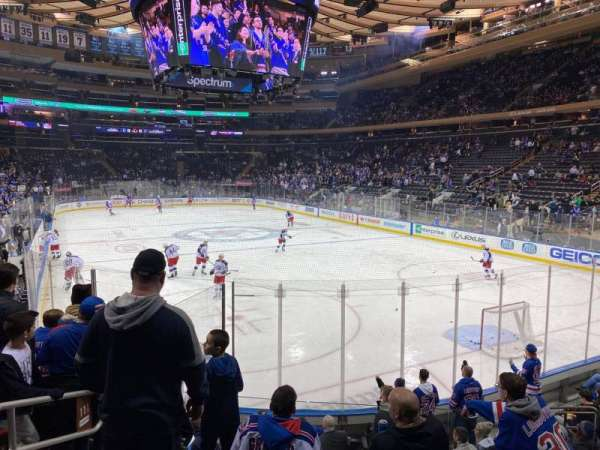 Madison Square Garden, vak: 111, rij: 10, stoel: 4